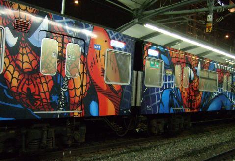 スパイダーマン電車.jpg